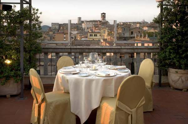 Perugia Brufani Palace Hotel nel centro storico di Perugia l ...